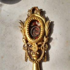 Antigüedades: RELICARIO.S.XVIII.MADERA TALLADA Y SOBREDORADA. FORMAS VEGETALES DE PALMAS Y GUIRNALDAS. PIE PERLADO. Lote 264151836