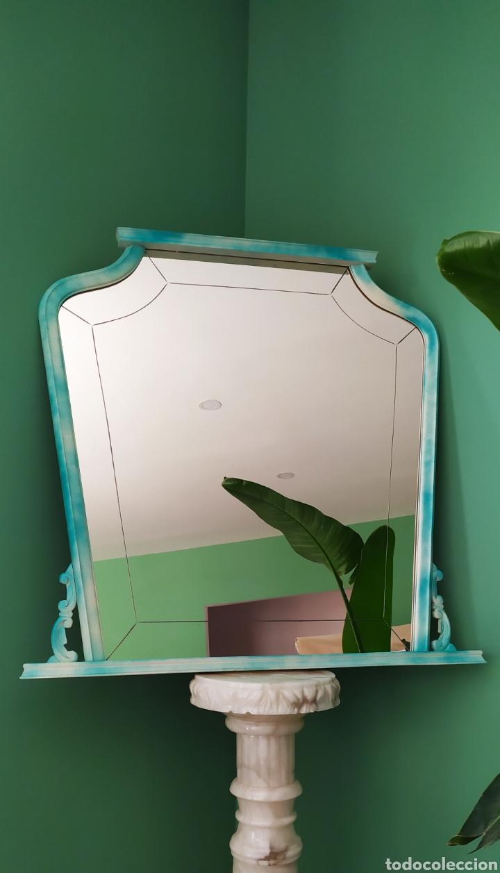 Antigüedades: Espejo Renovado de Antiguo Tocador. Años 70. De Blanco Antiguo y Turquesa. - Foto 5 - 264185908