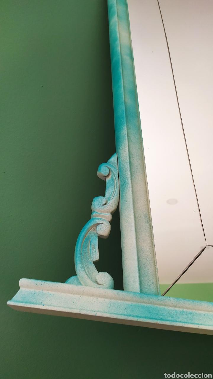 Antigüedades: Espejo Renovado de Antiguo Tocador. Años 70. De Blanco Antiguo y Turquesa. - Foto 7 - 264185908
