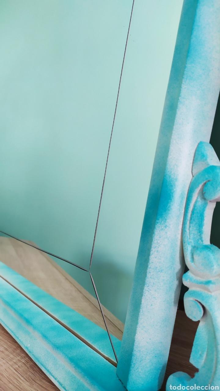 Antigüedades: Espejo Renovado de Antiguo Tocador. Años 70. De Blanco Antiguo y Turquesa. - Foto 14 - 264185908