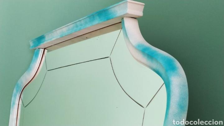 Antigüedades: Espejo Renovado de Antiguo Tocador. Años 70. De Blanco Antiguo y Turquesa. - Foto 19 - 264185908