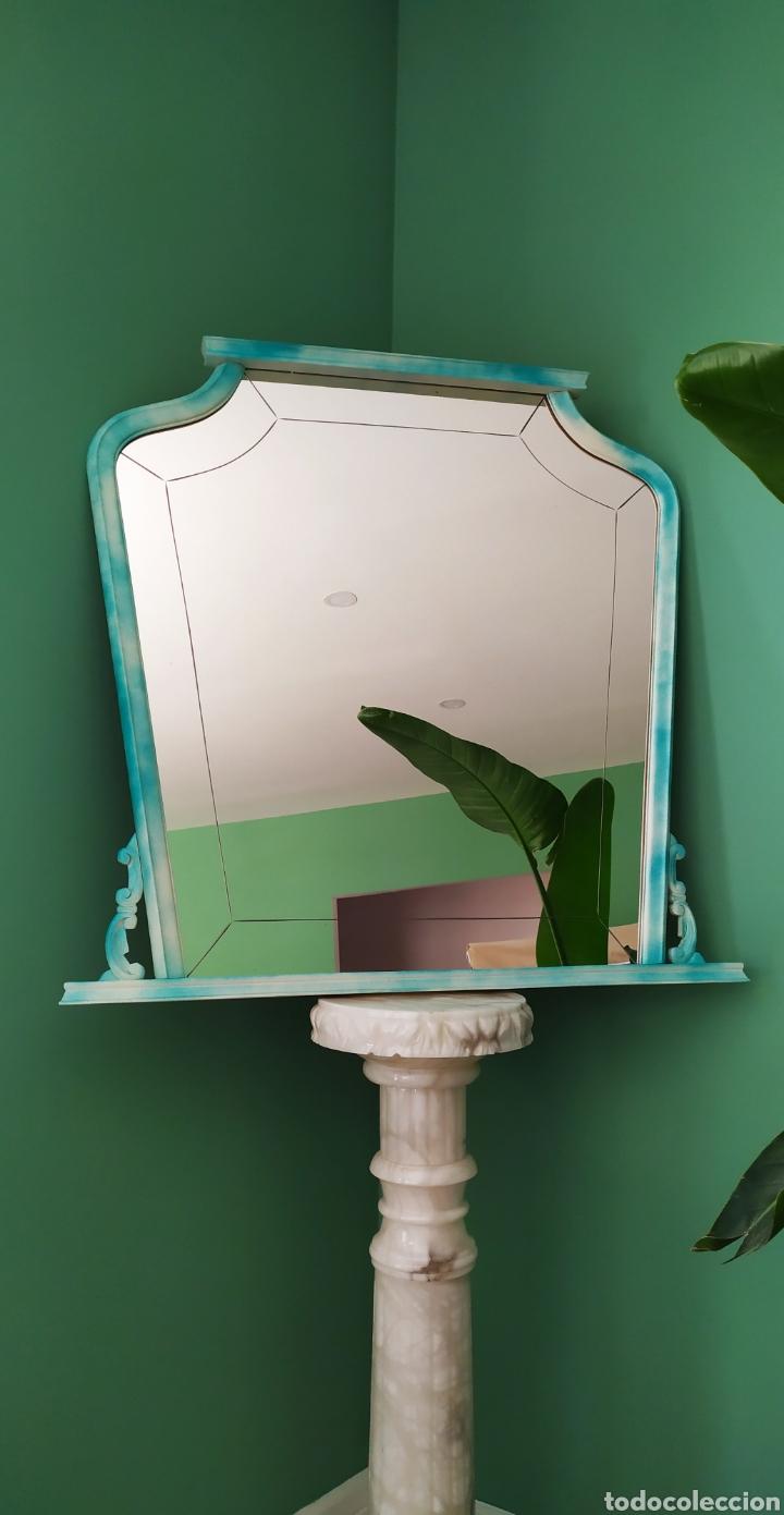 Antigüedades: Espejo Renovado de Antiguo Tocador. Años 70. De Blanco Antiguo y Turquesa. - Foto 4 - 264185908