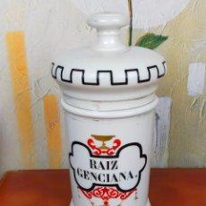 Antigüedades: TARRO DE FARMACIA ALBARELO 27 CM DE ALTO PORCELANA RAIZ GENCIANA. Lote 264234048