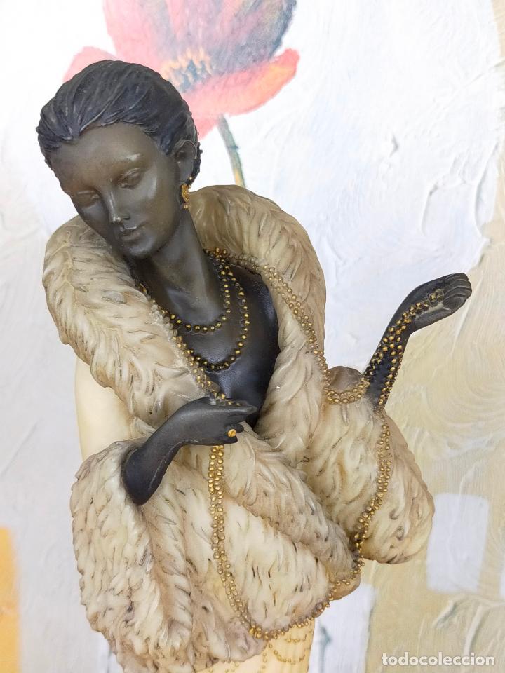 Antigüedades: ESCULTURA MUJER años 20 en resina de gran calidad - 39 cm de alto - Foto 2 - 264234588