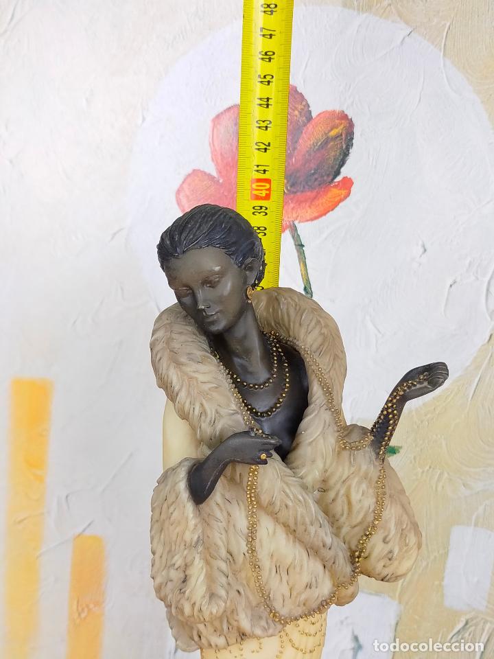Antigüedades: ESCULTURA MUJER años 20 en resina de gran calidad - 39 cm de alto - Foto 3 - 264234588