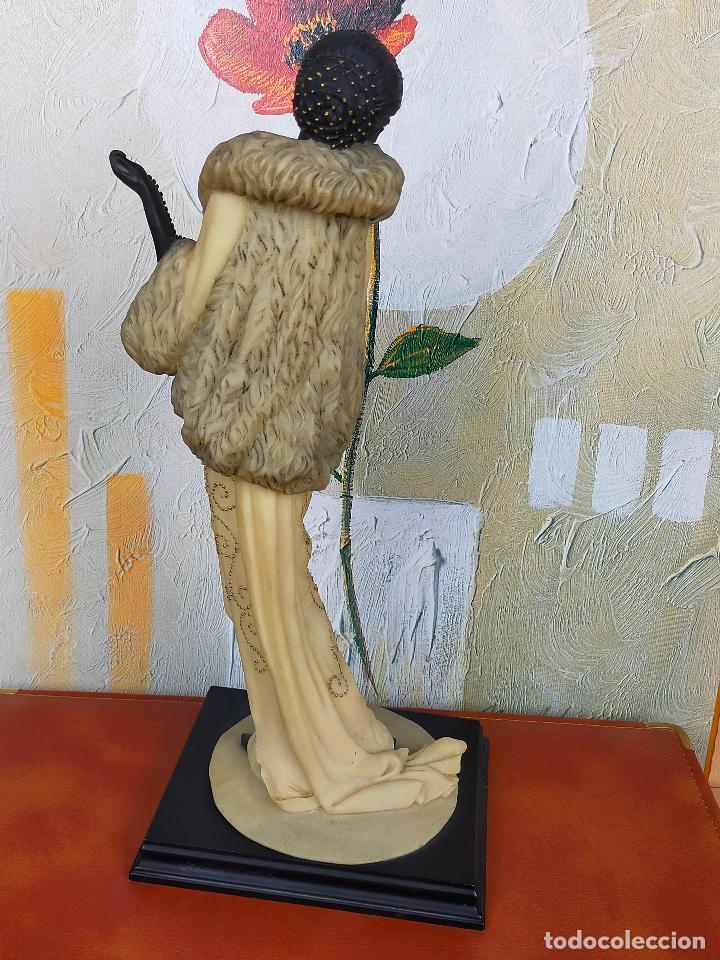 Antigüedades: ESCULTURA MUJER años 20 en resina de gran calidad - 39 cm de alto - Foto 4 - 264234588