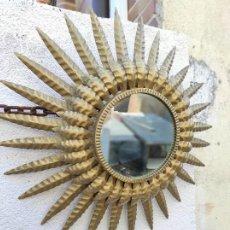 Antigüedades: ESPEJO SOL DOBLE FILA DE HOJAS. Lote 264272320