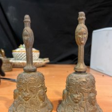 Antigüedades: PAREJA DE ANTIGUAS CAMPANAS BRONCE 15X5CM. Lote 264327388