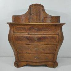 Antigüedades: PEQUEÑA CÓMODA CATALANA - TOCADOR (LLIGADOR) ORIGINAL DE ÉPOCA - MADERA DE RAÍZ NOGAL - S. XVIII. Lote 264345132