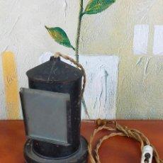 Antigüedades: LAMPARA EN FORMA DE FARO O QUINQUE CON CRISTAL. Lote 264511674