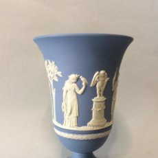 Antigüedades: COPA DE PORCELANA AZUL INGLESA DE WEDGWOOD. Lote 264745554