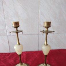 Antigüedades: PAREJA DE CANDELABROS DE LATON Y ALABASTRO.. Lote 264759379