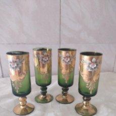Antigüedades: LOTE DE 4 COPAS DE LICOR DE CRISTAL DE MURANO DECORADAS CON FLORES Y ORO. Lote 264764339