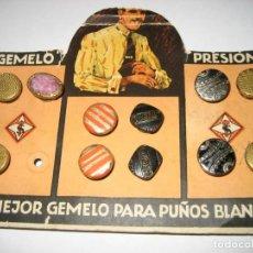 Antigüedades: ANTIGUO BLISTER CARTEL TROQUELADO EN CARTON CON 5 GEMELO PRESION 14/11 CM MOSTRADOR PUBLICIDAD. Lote 264783739