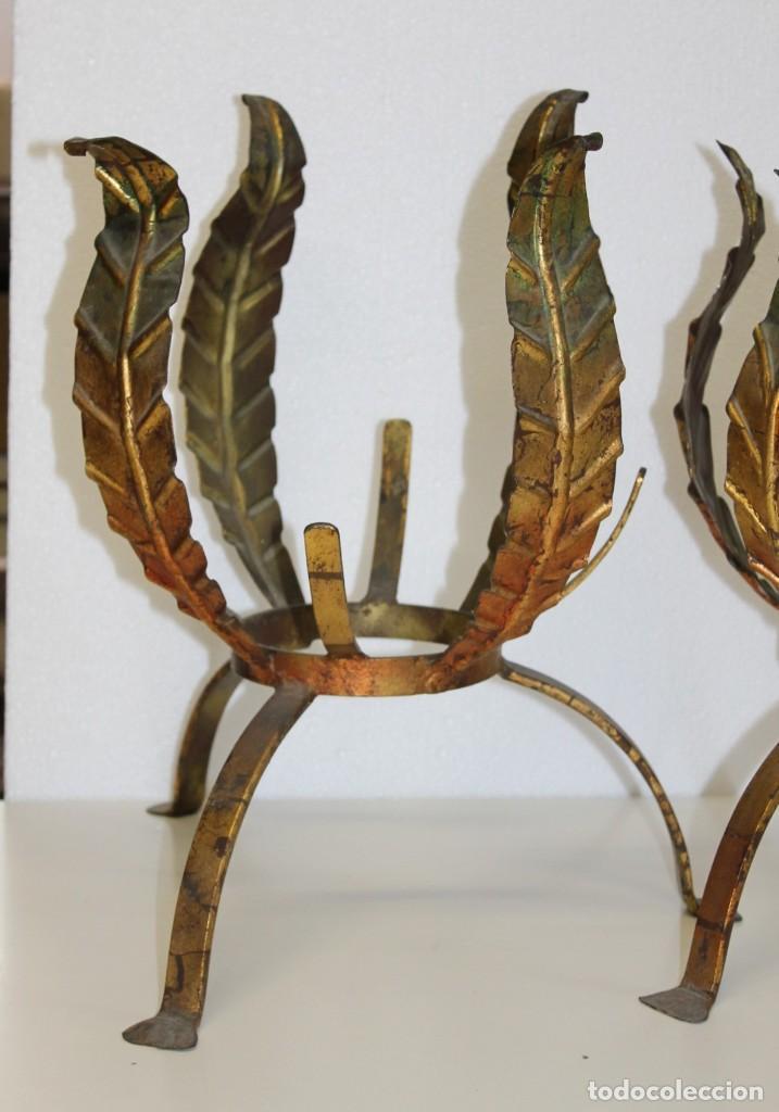 Antigüedades: Tres maceteros en forja de hierro dorada en forma de hojas. Mediados del siglo XX - Foto 3 - 265120369