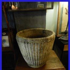 Antigüedades: MACETERO DE PIEDRA CON LA PARTE EXTERIOR LOBULADA. Lote 265274524