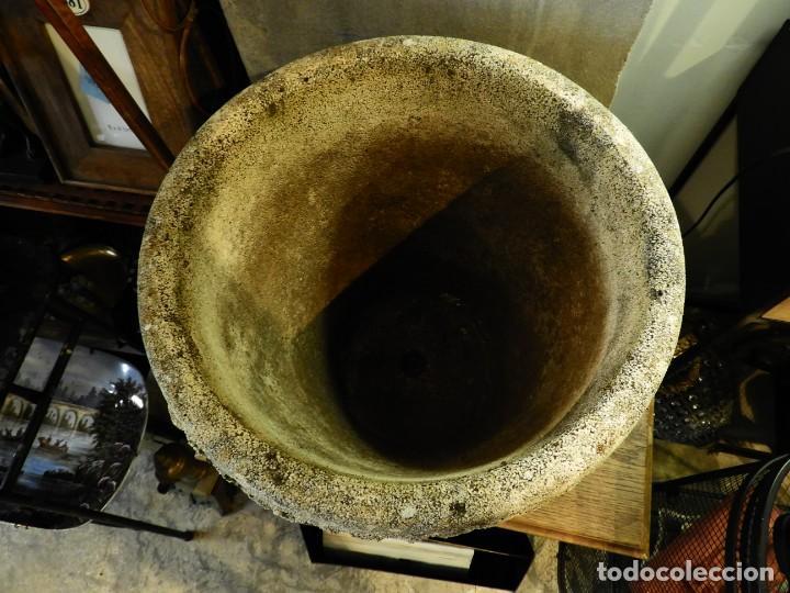 Antigüedades: MACETERO DE PIEDRA CON LA PARTE EXTERIOR LOBULADA - Foto 4 - 265274524