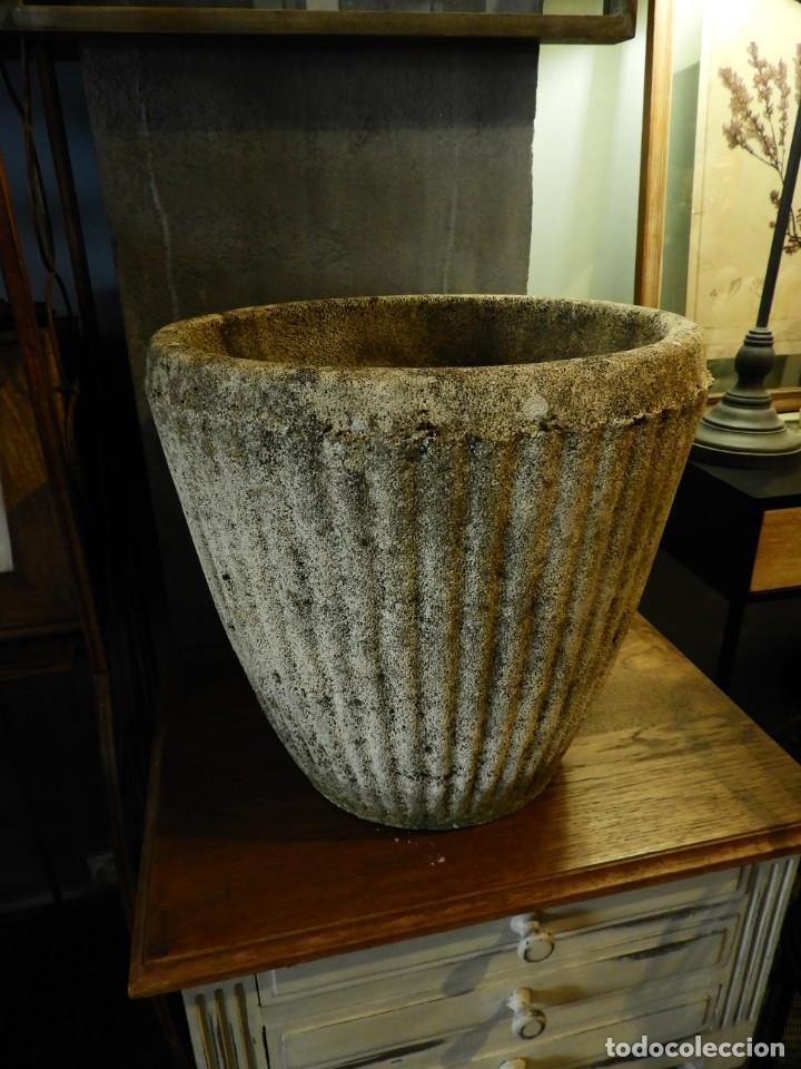 Antigüedades: MACETERO DE PIEDRA CON LA PARTE EXTERIOR LOBULADA - Foto 6 - 265274524