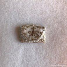 Antigüedades: ANTIGUO ESCAPULARIO BORDADO JHS - PARA IMAGEN RELIGIOSA. Lote 265330694