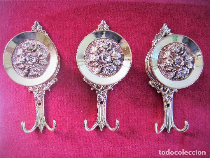 3 GRANDES PERCHAS DE BRONCE O LATÓN MADE IN ITALY PESAN 820 GRS. (Antigüedades - Hogar y Decoración - Otros)