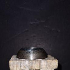Antigüedades: PRECIOSO CANDELABRO, PORTAVELA. CON PLATA.. Lote 265438314