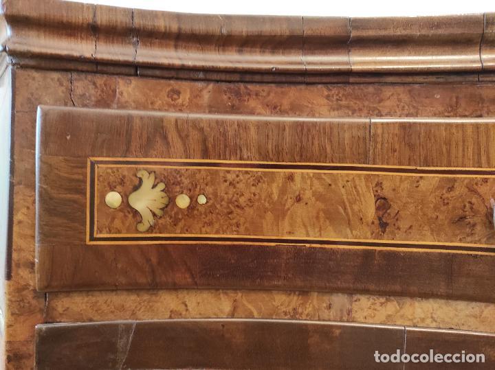 Antigüedades: Preciosa Cómoda Carlos IV - Raíz de diferentes Maderas - Marquetería en Nácar - S. XVIII - Foto 7 - 265489134