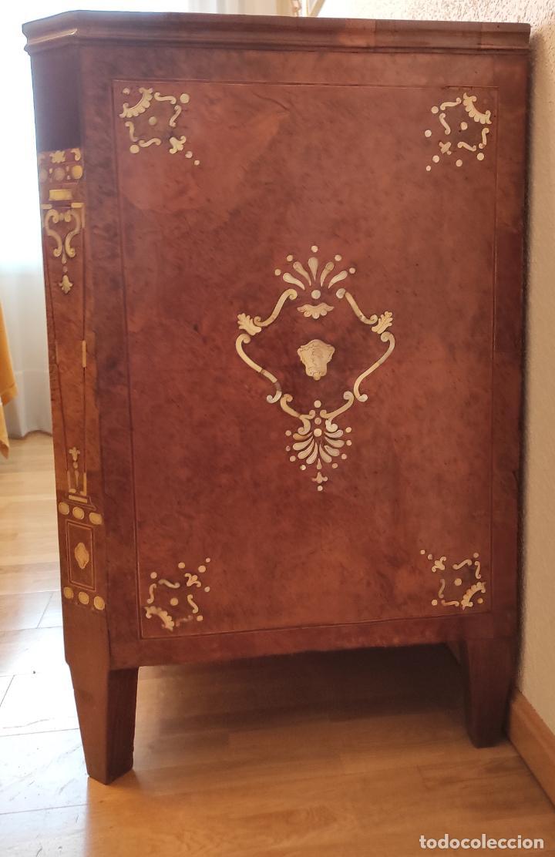 Antigüedades: Preciosa Cómoda Carlos IV - Raíz de diferentes Maderas - Marquetería en Nácar - S. XVIII - Foto 23 - 265489134