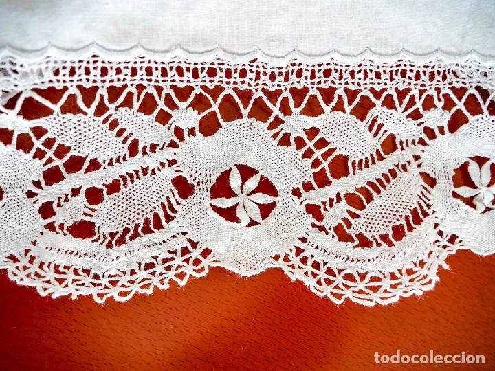 Antigüedades: Antiguas sabanas matrimonio de hilo con puntilla de bolillos, iniciales y bordados hechos a mano. - Foto 2 - 265492604