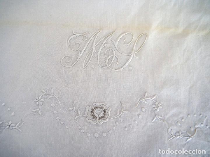 Antigüedades: Antiguas sabanas matrimonio de hilo con puntilla de bolillos, iniciales y bordados hechos a mano. - Foto 7 - 265492604