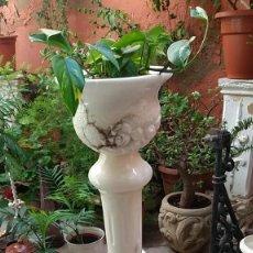 Antigüedades: MACETERO DE PIE -ALABASTRO-. Lote 265558124