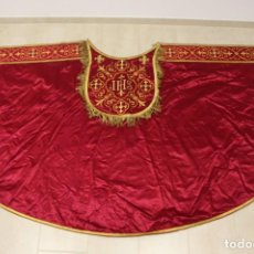 Antiguidades: CAPA PLUVIAL ROJA DE RASO BORDADA DEL SIGLO XIX. Lote 265659784