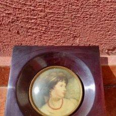 Antigüedades: CUADRO CON MARCO DE MADERA ESTILO ISABELINO - ANTIGUO. Lote 265683129