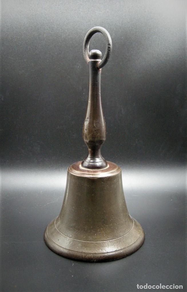 Antigüedades: IMPORTANTE CAMPANA DE CONVENTO EN BRONCE Y HIERRO S.XVIII - Foto 2 - 265689704