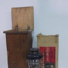 Antigüedades: LAMPARA FAROL TILLEY CON CAJA ORIGINAL INSTRUCCIONES Y CONTENEDOR DE ENVIO. Lote 265708919