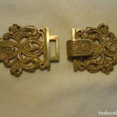 Antigüedades: BROCHE DE CINTURÓN O CAPA EN METAL PLATEADO. Lote 265743739