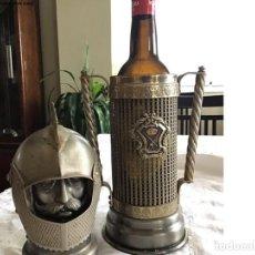 Antigüedades: BOTELLERO CABALLERO MEDIEVAL DE ALPACA. Lote 265744364