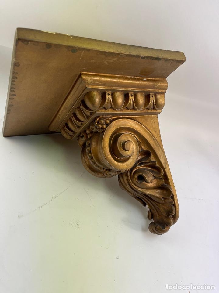 MENSULA DE MADERA Y ESTUCO DORADA. S.XX. (Antigüedades - Muebles Antiguos - Ménsulas Antiguas)