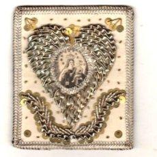 Antiquités: FANTASTICO ESCAPULARIO CON GRABADO NTRA. SRA. DEL CARMEN EN PARTE CENTRAL. BORDADO A MANO. S. XIX. Lote 265767874