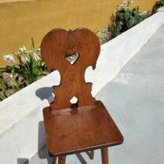 Antigüedades: BONITA SILLA DE MADERA NOBLE TALLADA.. Lote 265795399
