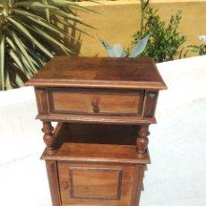 Antigüedades: ANTIGUA MESITA DE NOCHE DE MADERA NOBLE. Lote 265804114