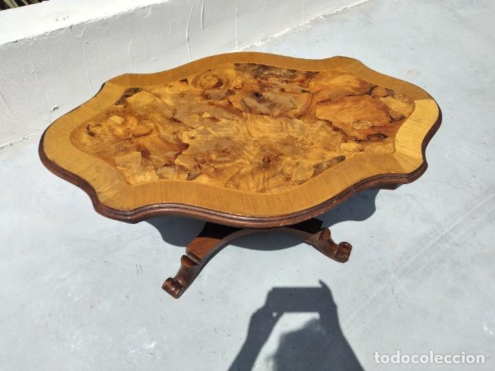 Antigüedades: Preciosa mesa de centro de salón de madera noble patas torneadas, varios tonos. - Foto 2 - 265818804