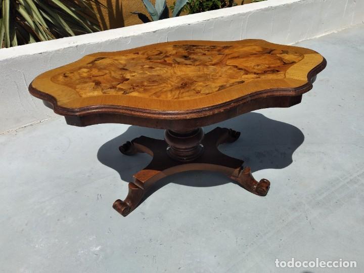Antigüedades: Preciosa mesa de centro de salón de madera noble patas torneadas, varios tonos. - Foto 3 - 265818804