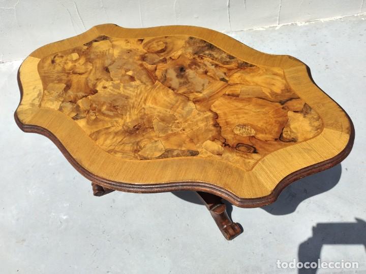 Antigüedades: Preciosa mesa de centro de salón de madera noble patas torneadas, varios tonos. - Foto 6 - 265818804