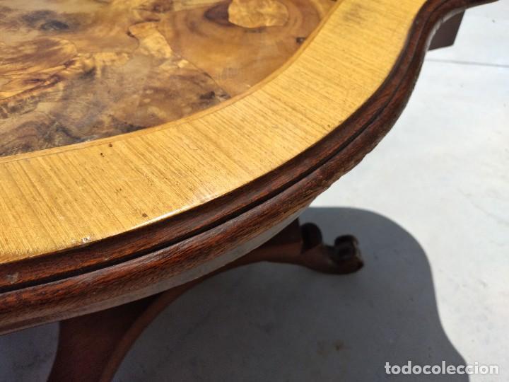 Antigüedades: Preciosa mesa de centro de salón de madera noble patas torneadas, varios tonos. - Foto 8 - 265818804