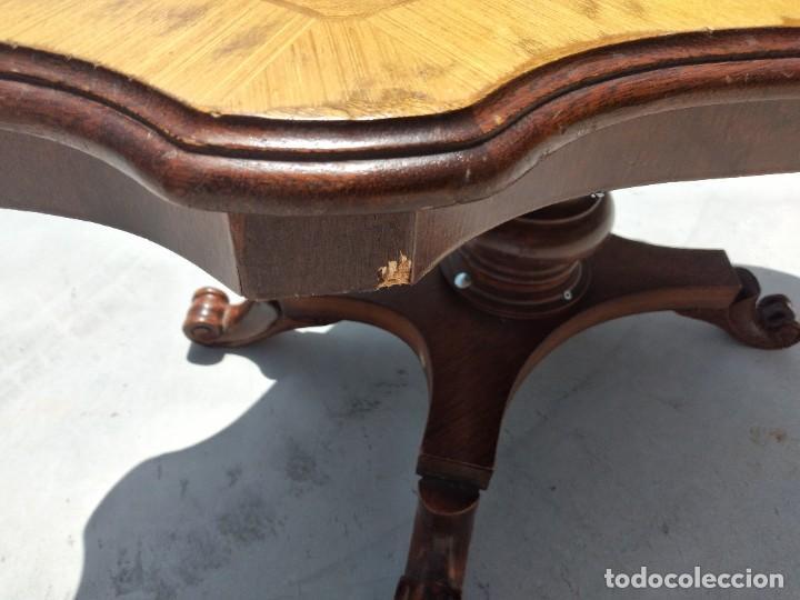 Antigüedades: Preciosa mesa de centro de salón de madera noble patas torneadas, varios tonos. - Foto 9 - 265818804