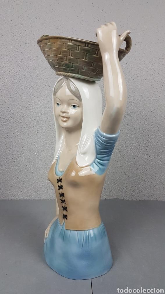 Antigüedades: Finísima figura en porcelana de Mujer con Cesta, de gran tamaño, 39 cm. altura, de la Casa MIRETE - Foto 2 - 265834194