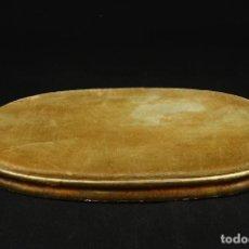 Antigüedades: ANTIGUA PEANA DE MADERA DORADA Y TERCIOPELO. Lote 265986283