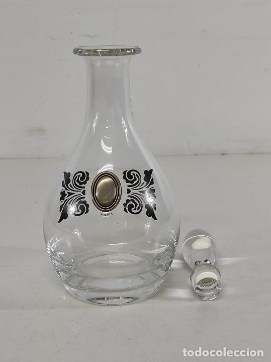Antigüedades: Botella Licorera - Cristal Decorado - Centro en Plata de Ley, con Contrastes - Tapón Original - Foto 12 - 266036913