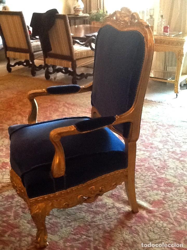 Antigüedades: Sofa sillones y mesa antiguos de madera tallada y dorada, tapizados en terciopelo azul - Foto 4 - 266076773