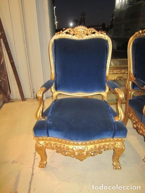 Antigüedades: Sofa sillones y mesa antiguos de madera tallada y dorada, tapizados en terciopelo azul - Foto 8 - 266076773